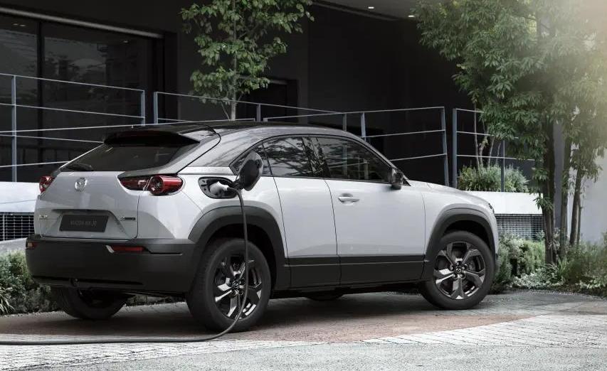 200 км на одному заряді: електрокросовер Mazda MX-30 пішов у серію