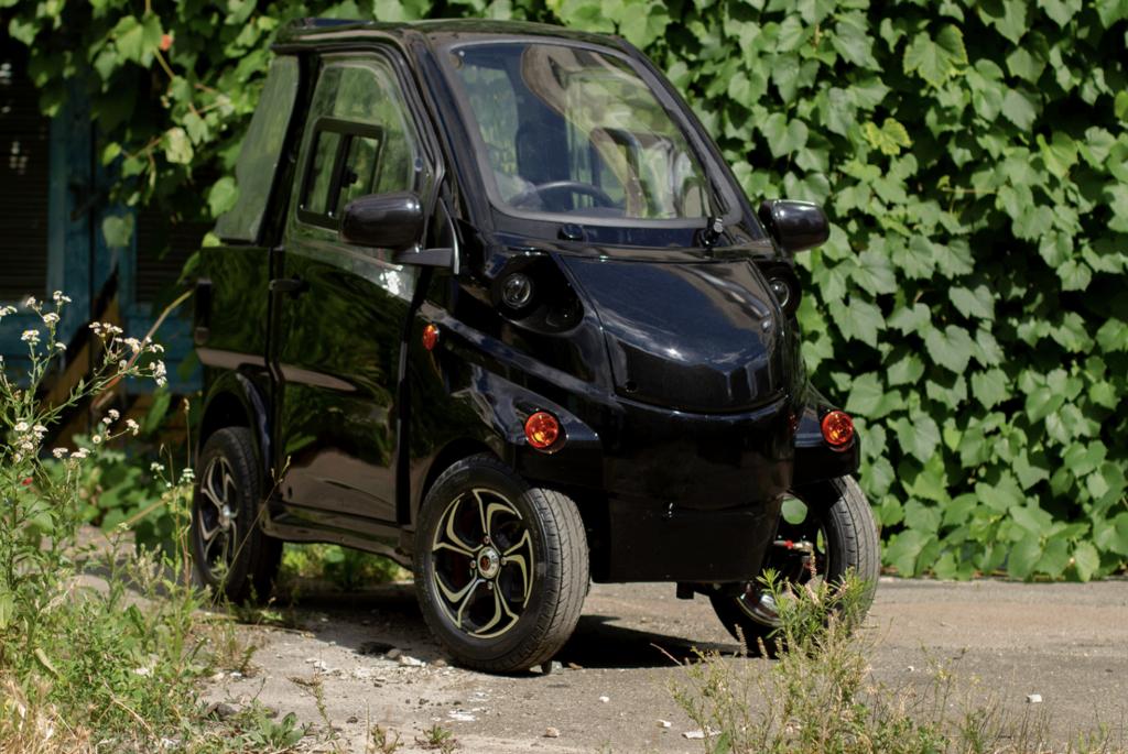 Українці створили компактний міський електромобіль із запасом ходу 120 км