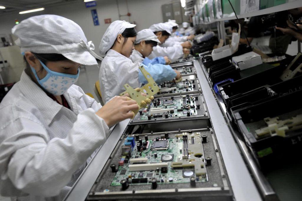 Виробник iPhone випускатиме електромобілі: тайванська Foxconn випустить три моделі у 2021 році