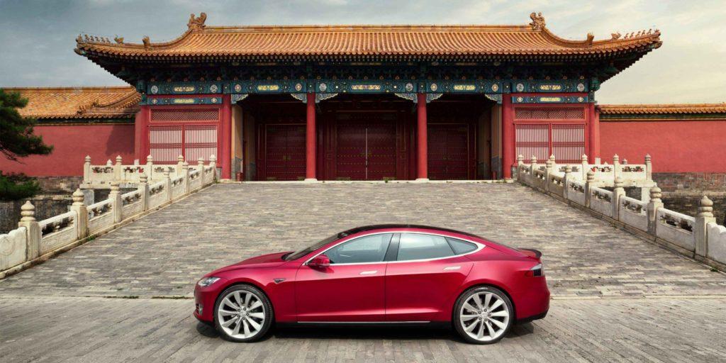 Влада Китаю погрожує Tesla через низьку якість автомобілів
