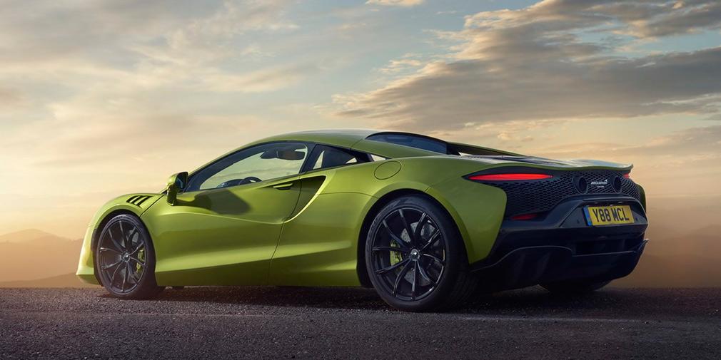 Гібридний McLaren Artura: яким вийшов суперкар без задньої передачі