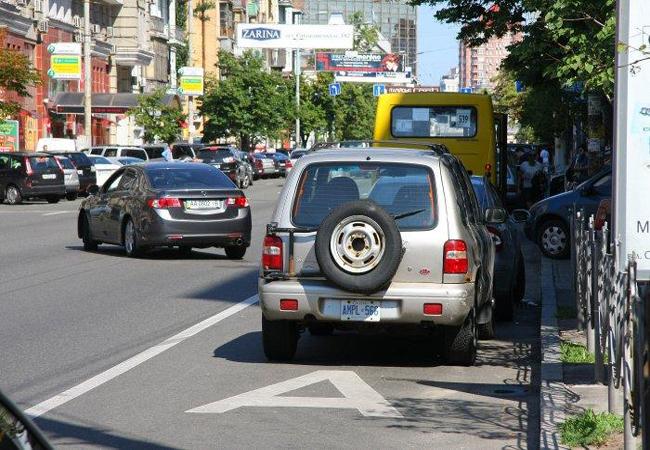 1350 порушників за тиждень: перші результати автофіксації проїзду смугою громадського транспорту