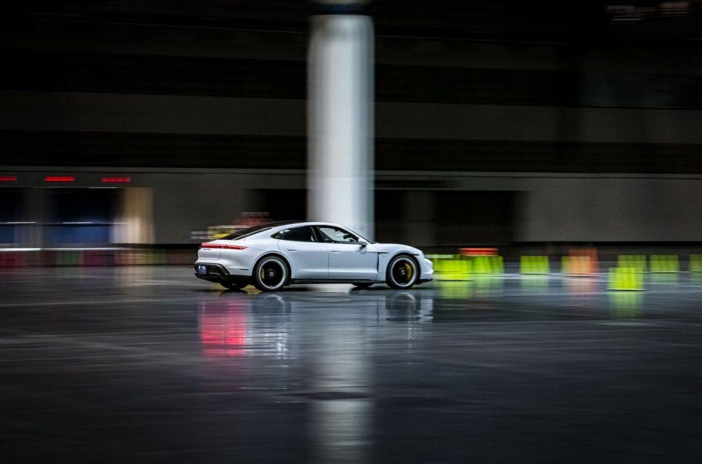 Porsche Taycan встановив рекорд швидкості та потрапив до книги рекордів Гіннеса