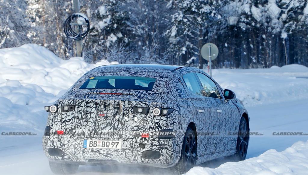 Електричний седан Mercedes EQE показався на зимових тестах