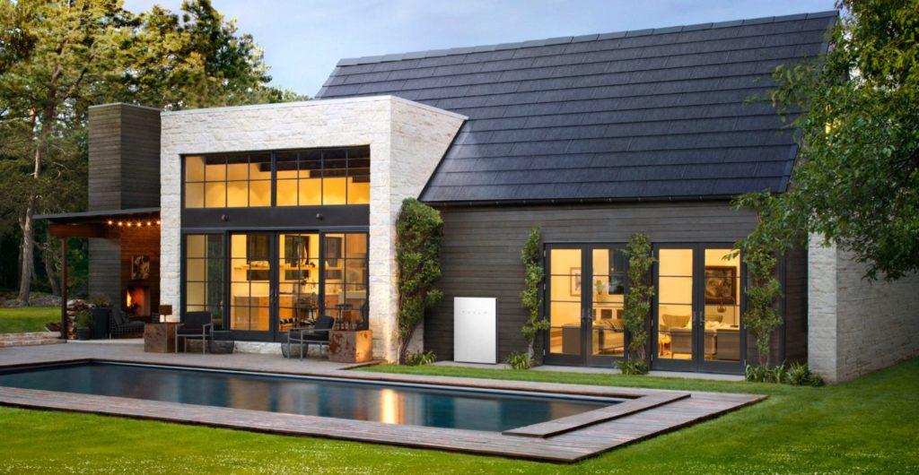 """""""Сонячний"""" дах Tesla Solar Roof почнуть продавати в Європі: що про це відомо"""