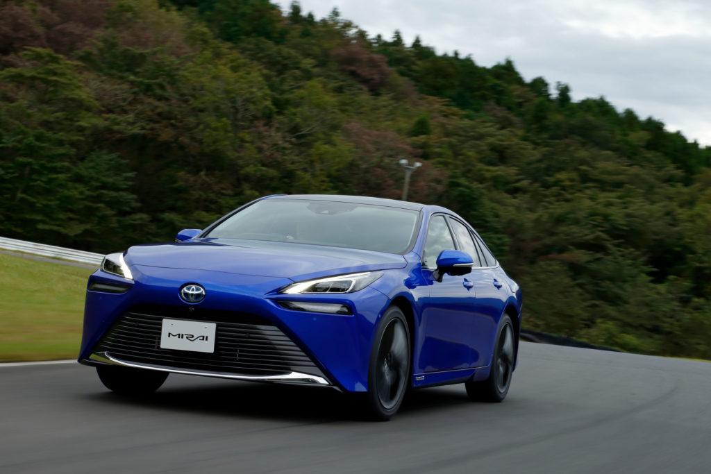 Toyota: гібриди дешевші у експлутації та менш шкідливі для екології, ніж електромобілі