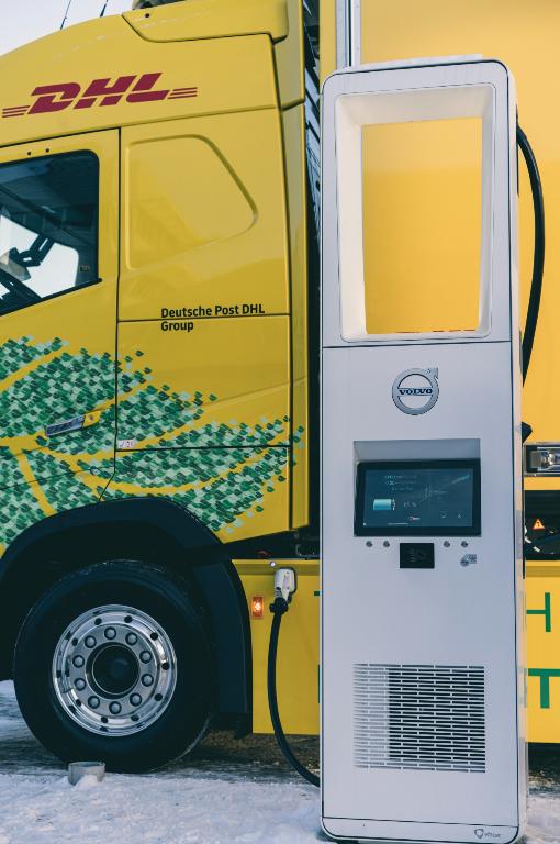 Масою до 60 тон: DHL та Volvo Trucks починають випробування електровантажівки в Європі