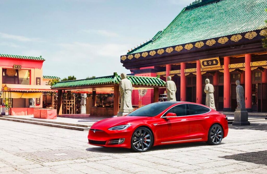 Tesla опинилася під загрозою закриття: компанію звинуватили у шпигунстві