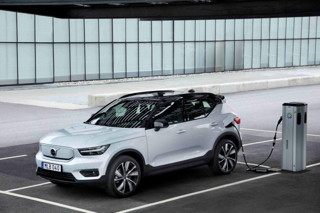 Електромобілі Volvo XC40 Recharge отримають перше бездротове оновлення ПЗ