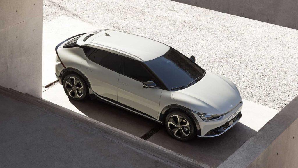 «Кросоверний» кузов та 500 км без підзарядки: Kia представила свій Ioniq 5