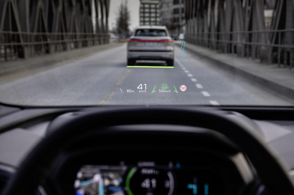 Голосовий помічник і проекційний дисплей на 70 дюймів: Audi здивував «начинкою» салону