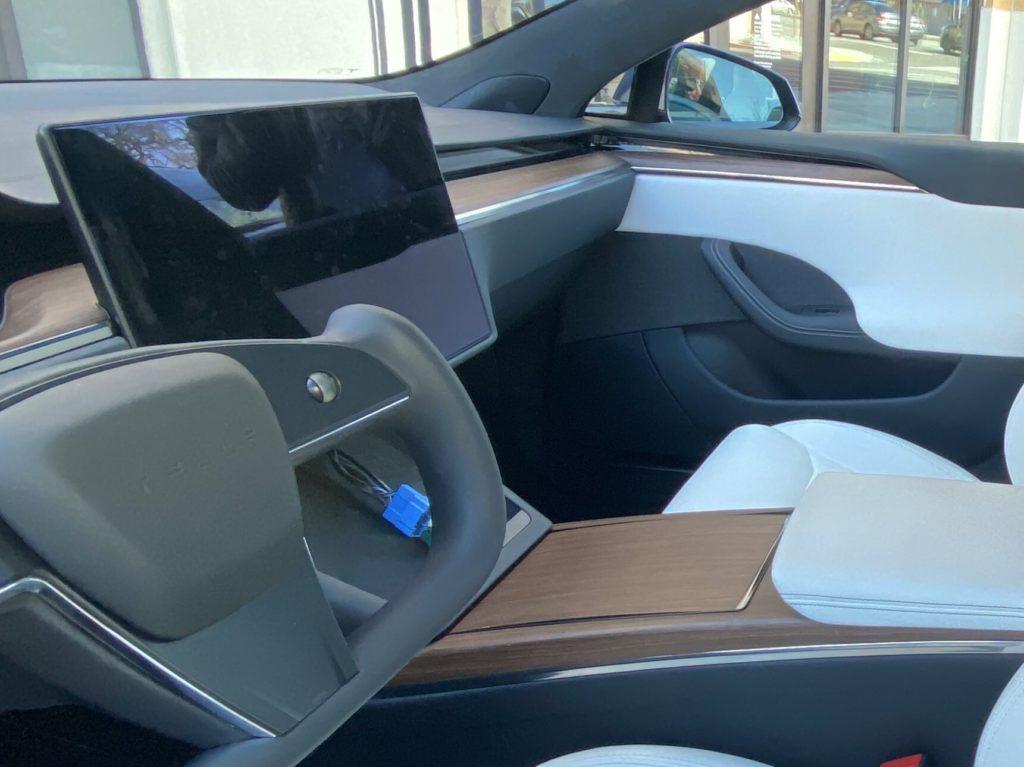 Tesla Model S зі штурвалом замість керма: шпигунські фото