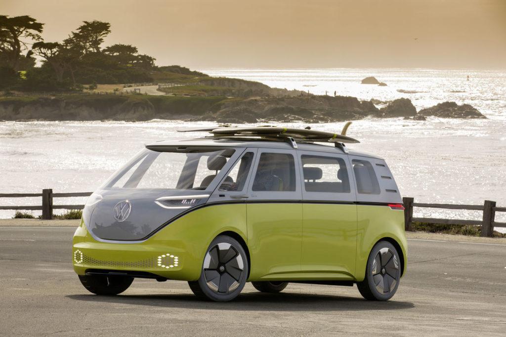 Електричний ретро-бус ID. Buzz стане першим робомобілем Volkswagen: авто вже готують до тестів
