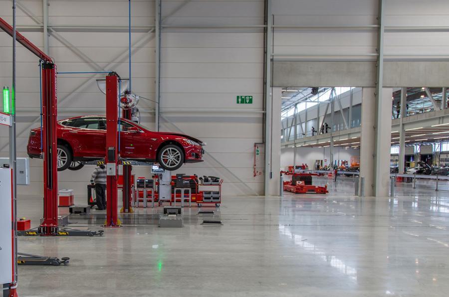 Tesla зупиняє завод зі складання Model S та Model X у Нідерландах