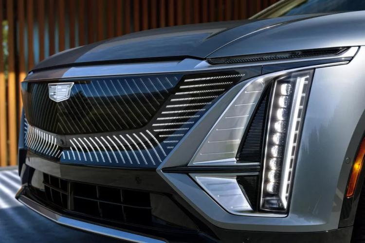 Cadillac кардинально міняє стратегію: кожна нова модель бренду буде електричною
