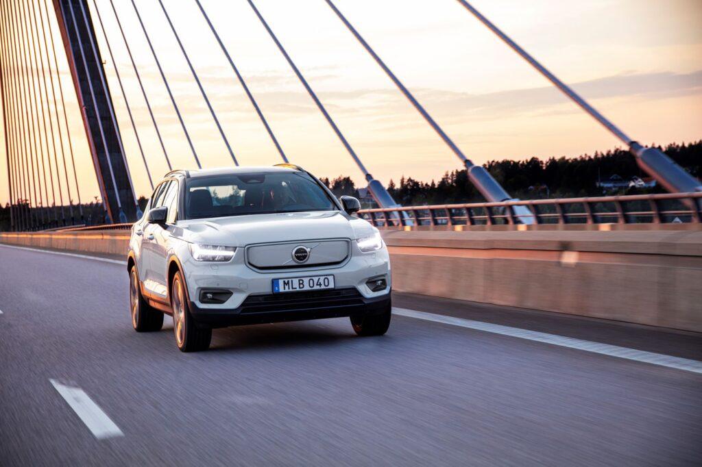 В Україні стартували продажі першого електромобіля Volvo XC40 Recharge: його презентують тільки влітку