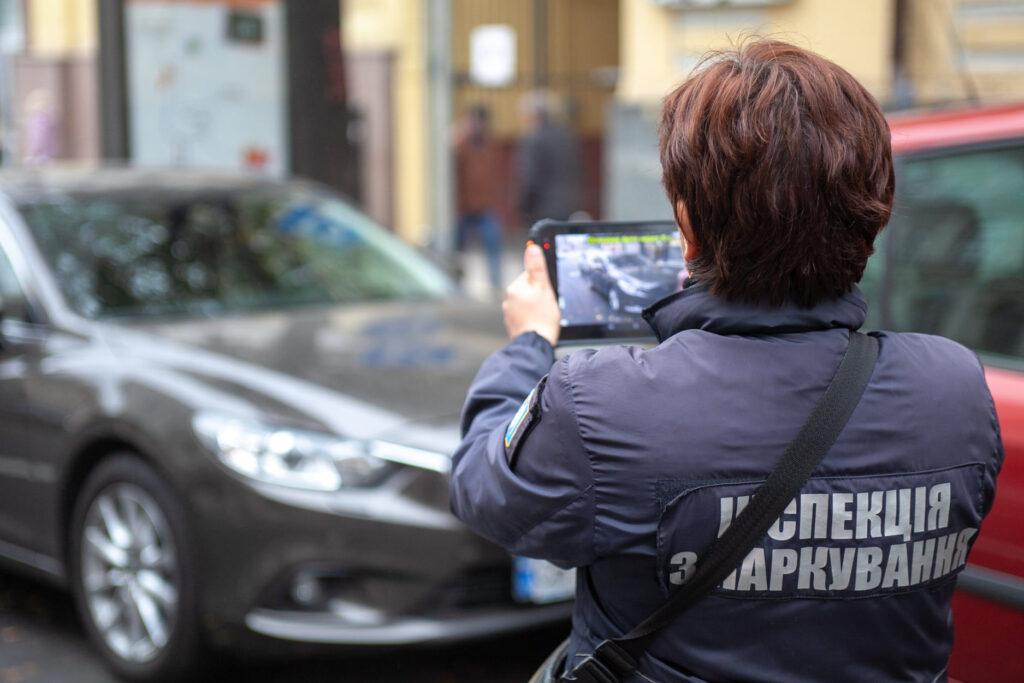 В Києві посилили контроль за сплатою за паркування: в інспекторів з