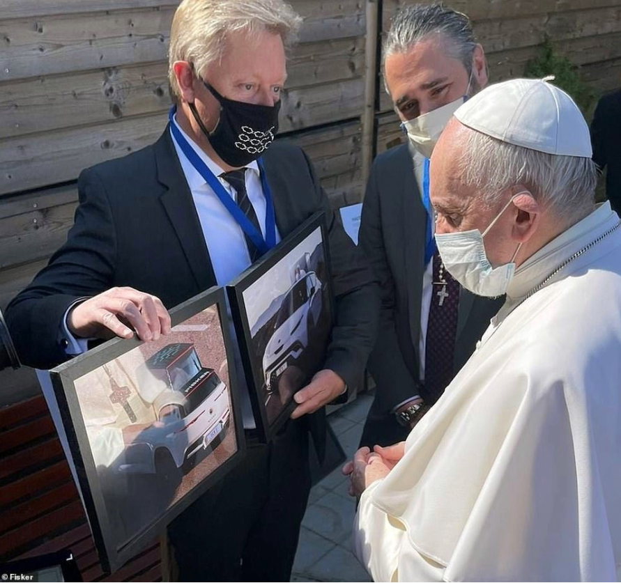 Електричний папамобіль: Fisker розробить для Папи Римського спеціальну версію кросовера Ocean