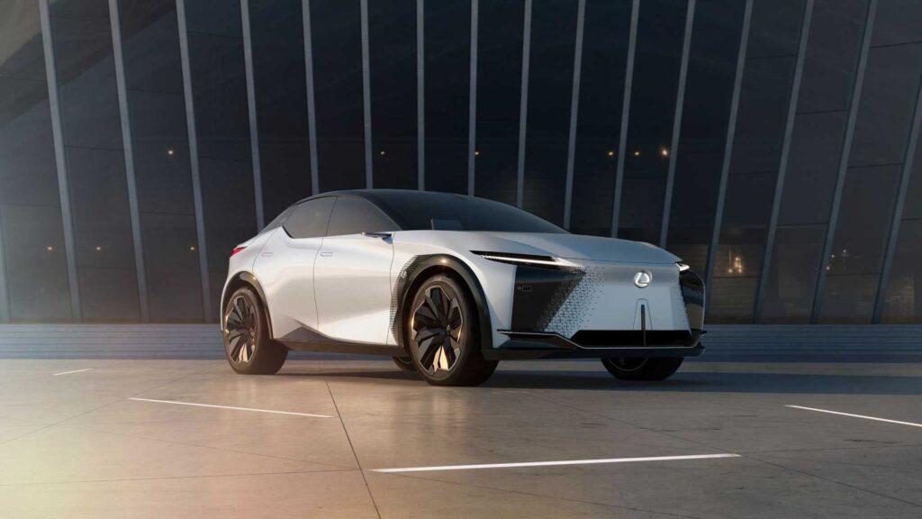 Lexus анонсували випуск першого плагін-гібрида до кінця року: у 2022 вийде електромобіль
