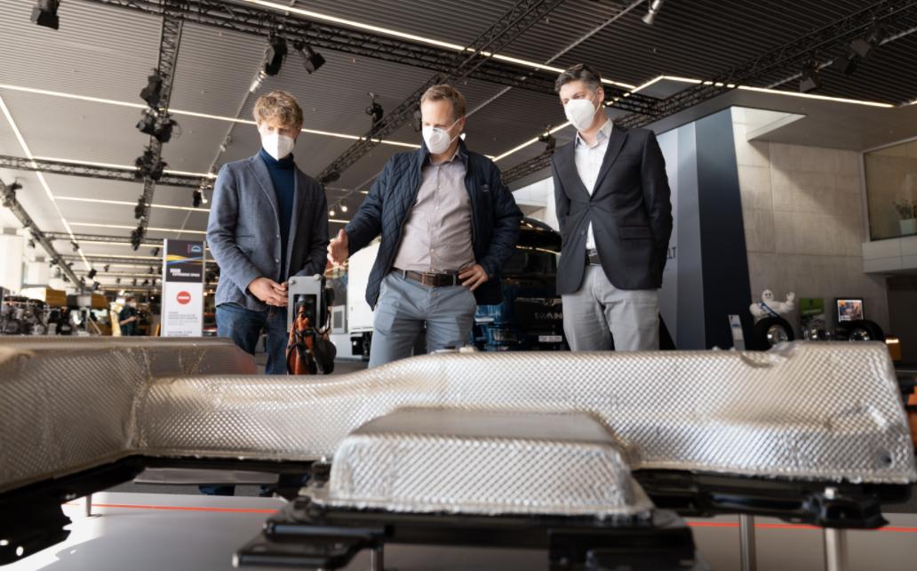 Сонячні панелі замість вікон: комерційна техніка MAN отримала технологію Sono Solar