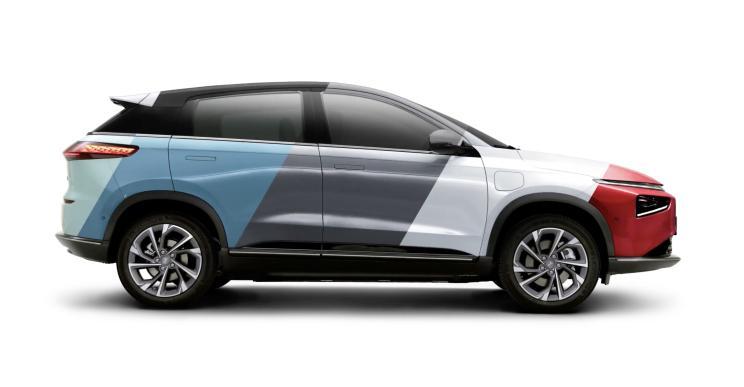 """520 """"китайських"""" км на одному заряді: конкуренти Tesla анонсували новий електричний кросовер"""