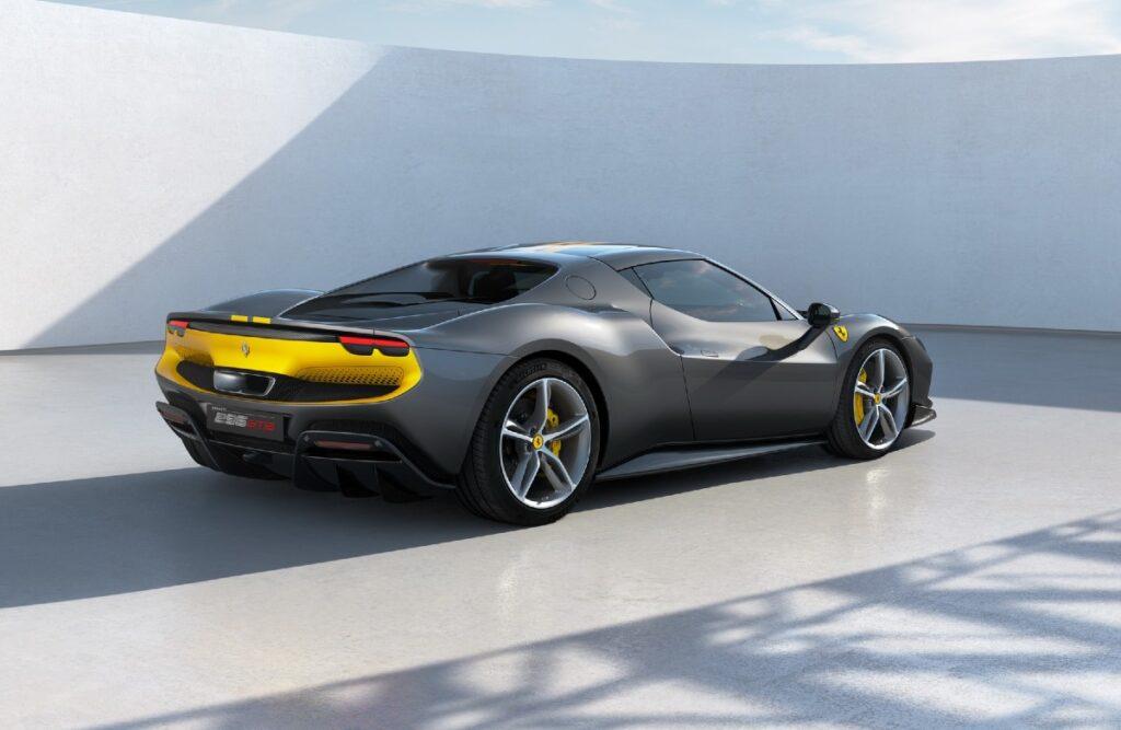 """830 """"конячок"""" та 2.9 с до """"сотні"""": новий супергібрид Ferrari 296 GTB вразив характеристиками"""