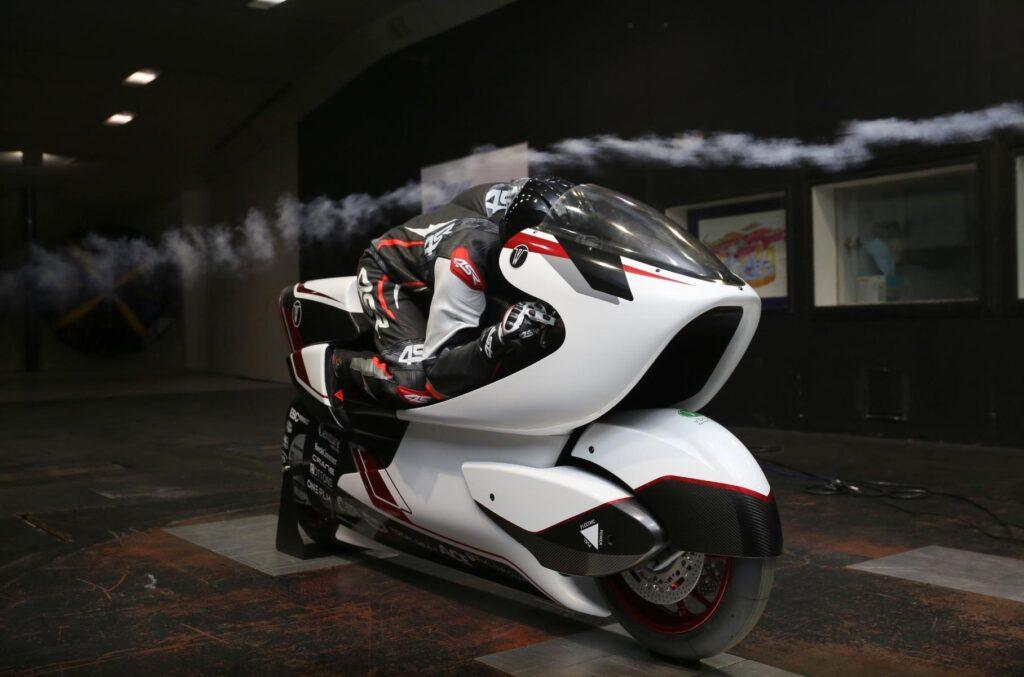 Британці побудували унікальний електромотоцикл для встановлення світового рекорду швидкості