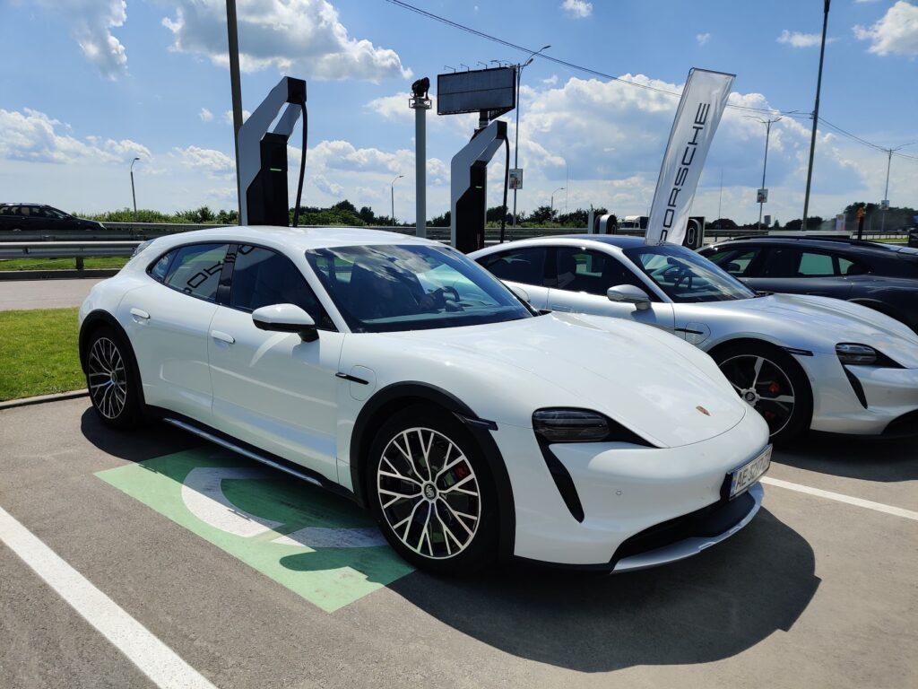 Від €85 700: в Україні стартували продажі електромобіля Porsche Taycan Cross Turismo