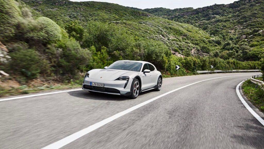 Porsche відкликає електромобілі Taycan через раптову втрату потужності: в компанії знайшли причину