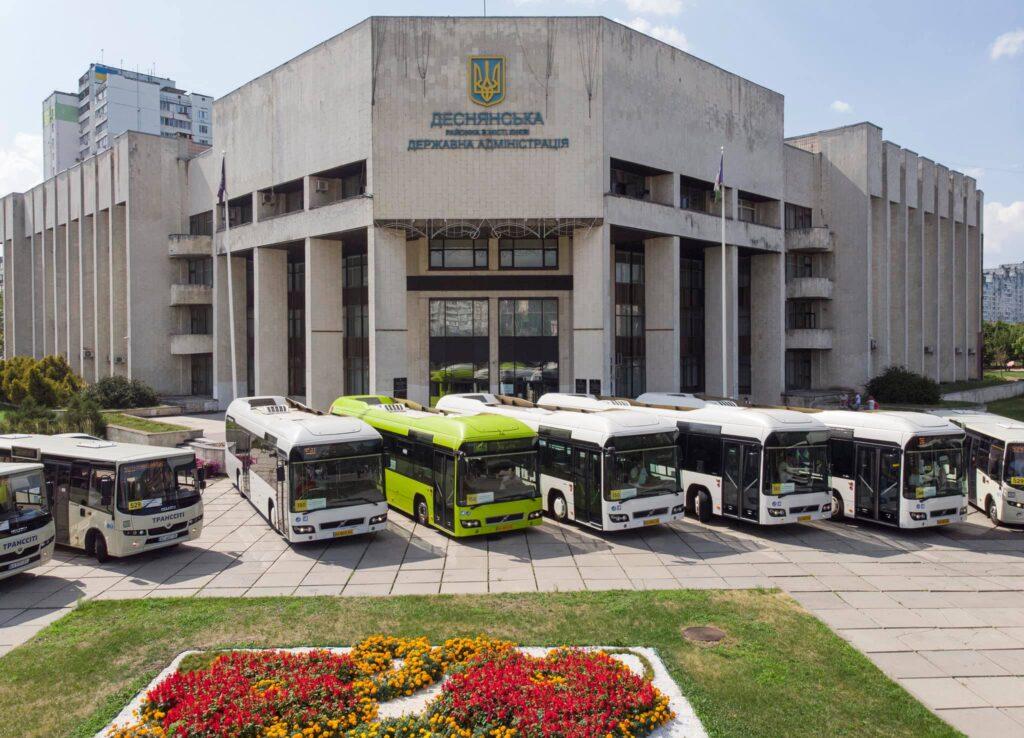 Вживані та гібридні: в Києві на маршрути вивели автобуси Volvo, привезені з Люксембурга