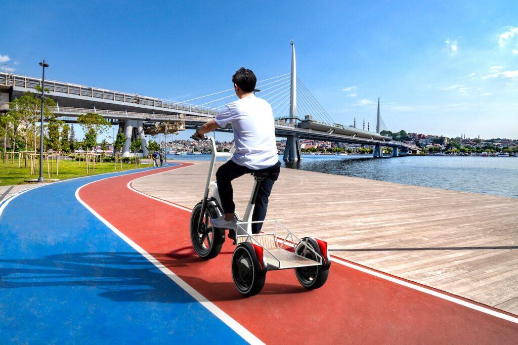BMW представили нові електричні самокати та велосипеди: їх дозволять виготовляти іншим компаніям