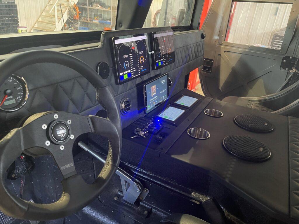 """Брутальний позашляховик Hummer """"схрестили"""" з Tesla: що з цього вийшло"""