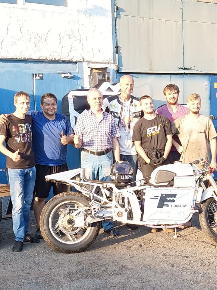 Українці вирушили до США, щоб встановити світовий рекорд на електромотоциклі Dnepr Electric