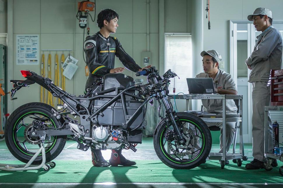 Kawasaki планують випустити 10 електрифікованих моделей мотоциклів до 2025 року