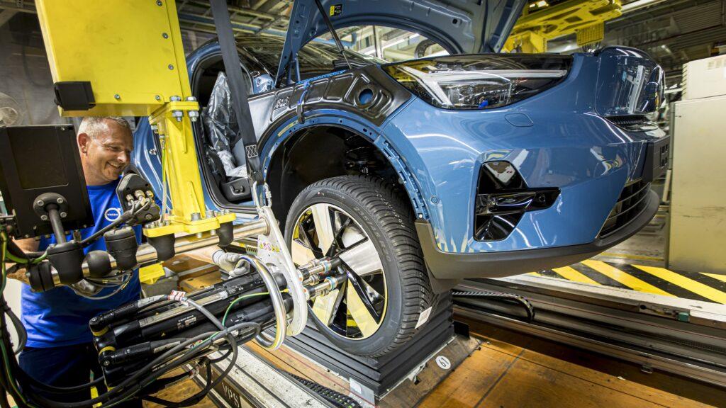 Другий пішов: у Бельгії стартувало виробництво електромобілів Volvo C40 Recharge